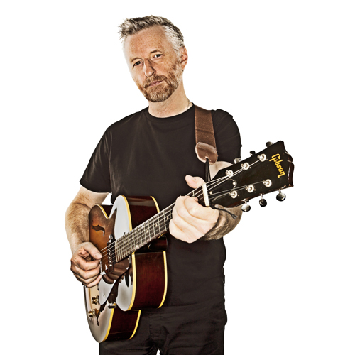 Billy Bragg announces new single / UK dates