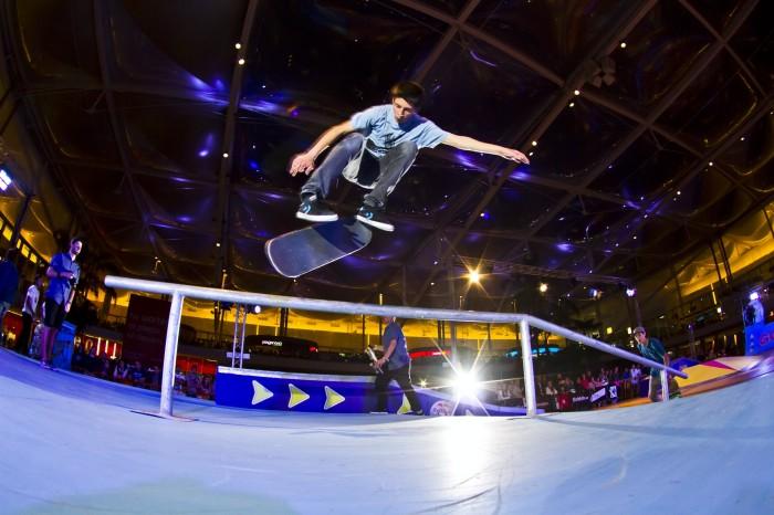 Terzo livello Red Bull Skate Arcade: FS Boardslide
