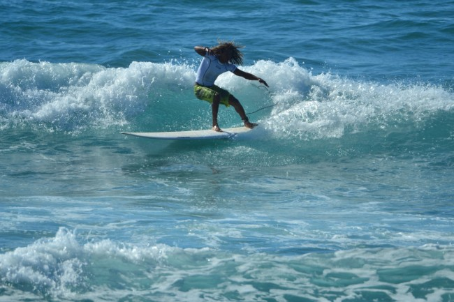 8 Li Junchi surf longboard badesi sardegna 2014