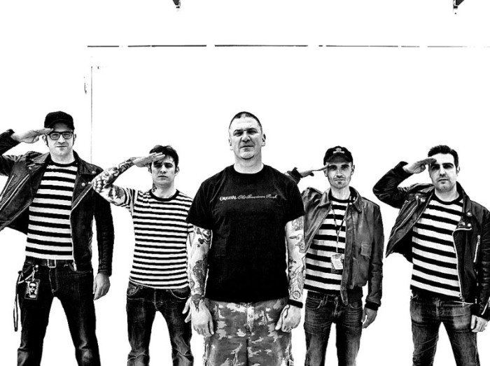 The Manges e CJ Ramone: uscirà il 30 novembre per Striped Records uno split tra la punk-rock band di La Spezia e il musicista newyorkese