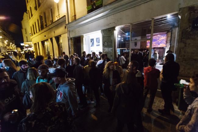 1. exhibition_paris_audience