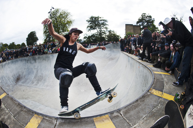 Lizzie Armanto, forntside grind through the corner at CPH Open