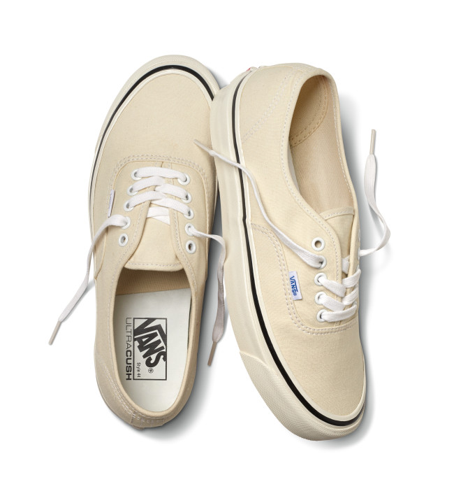 SP17_Classics_VN0A38ENMR4_UAAuthentic44DX_AnaheimFactory-ClassicWhite