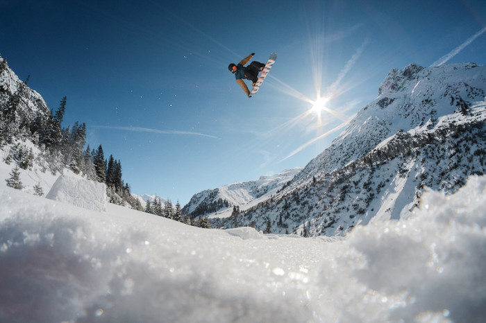 First trailer of Czech snowboard project 'Never Too Late Movie'