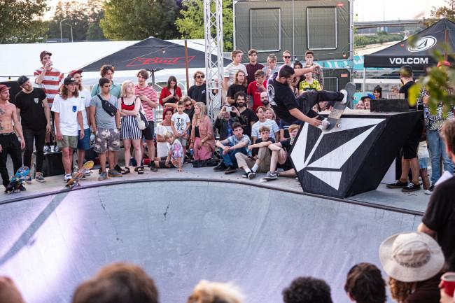 volcom-garden-experience-pier15-skatepark-breda-2019-tim-bijsterveld-front-rock-mathijstromp