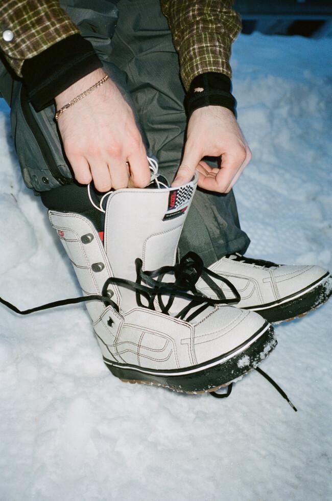 fa20_snow_histandardog_vn0a3tfj0bs_jakekuzyk_mbblk_elv_25151_oga_004-07-5