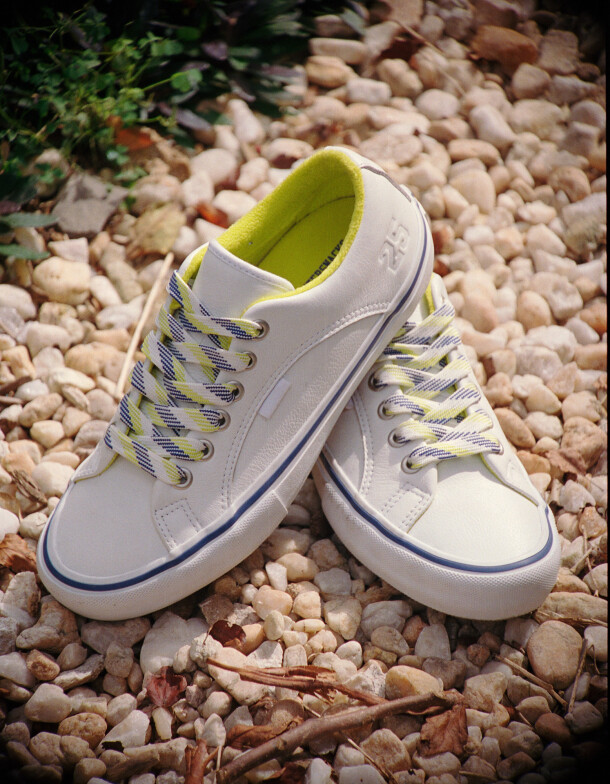 ho20_skateltd_quartersnacks_lampinpro_vn0a4vhx2ym_wht_shoe1-2