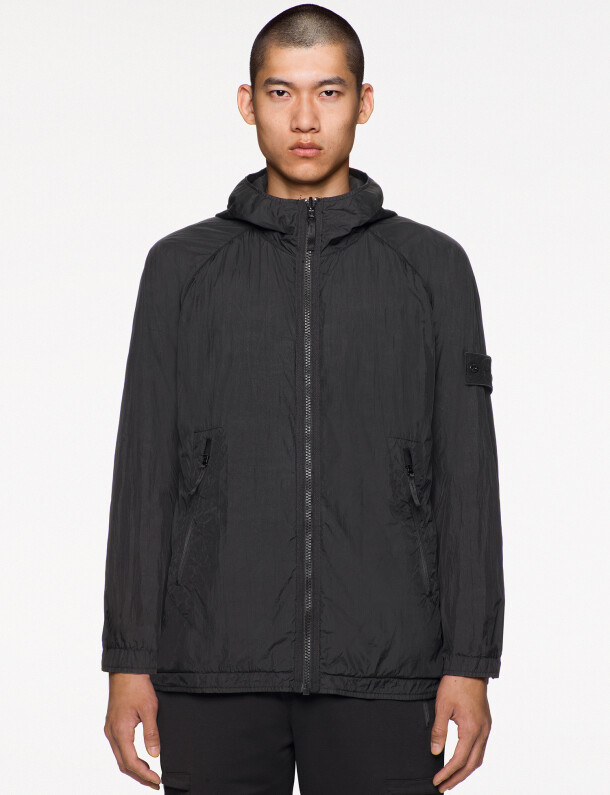 stone-island-ss021_ghost-pieces_black_441f1_resin-treated-nylon_rgb
