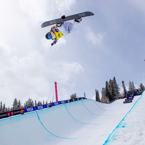 chloe-kim_yuto-totsuka_grand-prix_aspen_2021superpipe_snowboard_marcus-skin-363a202311-jpeg